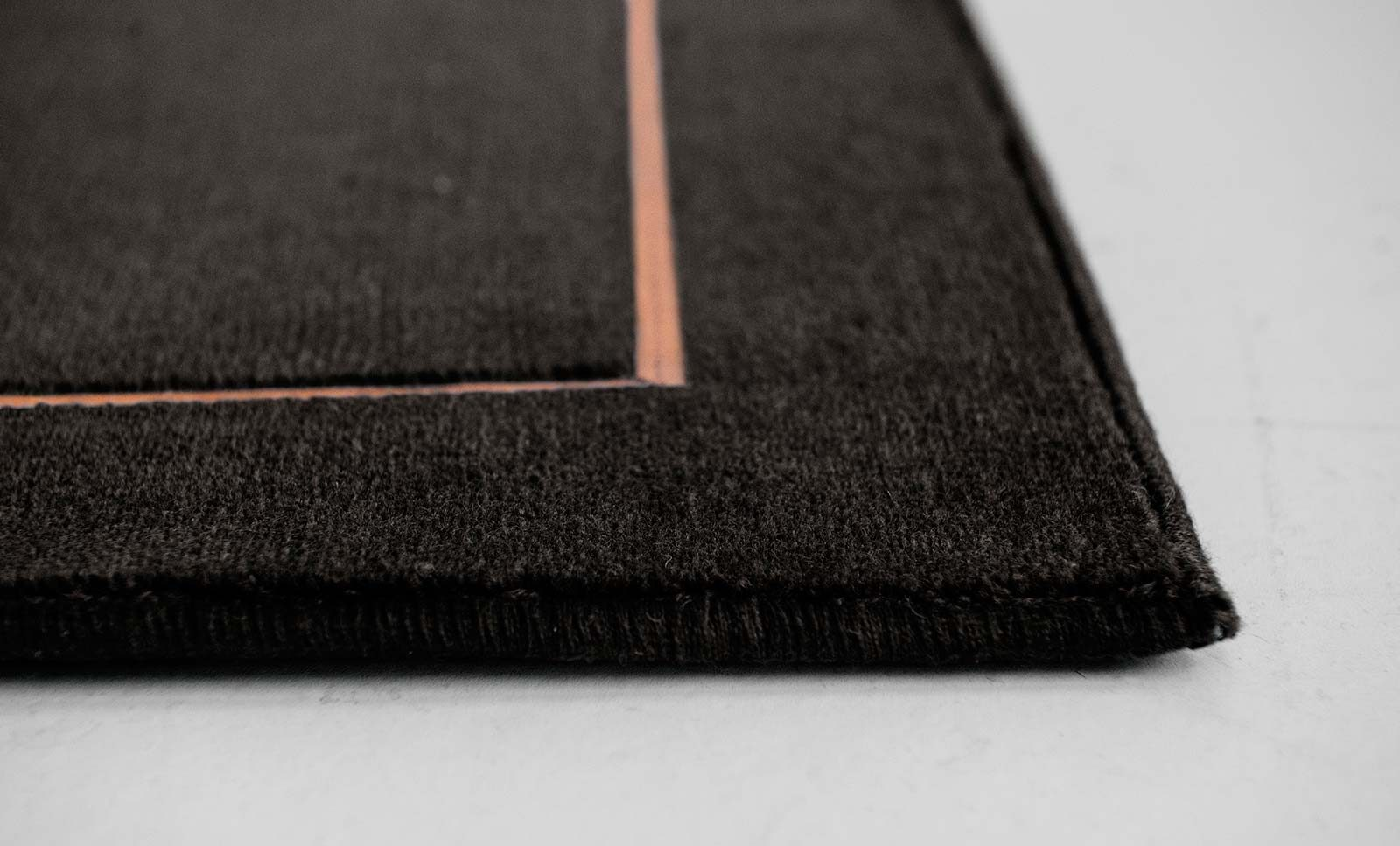 Louis De Poortere Wilton Tapijten W Leather Richelieu Velours RV3 9507 side