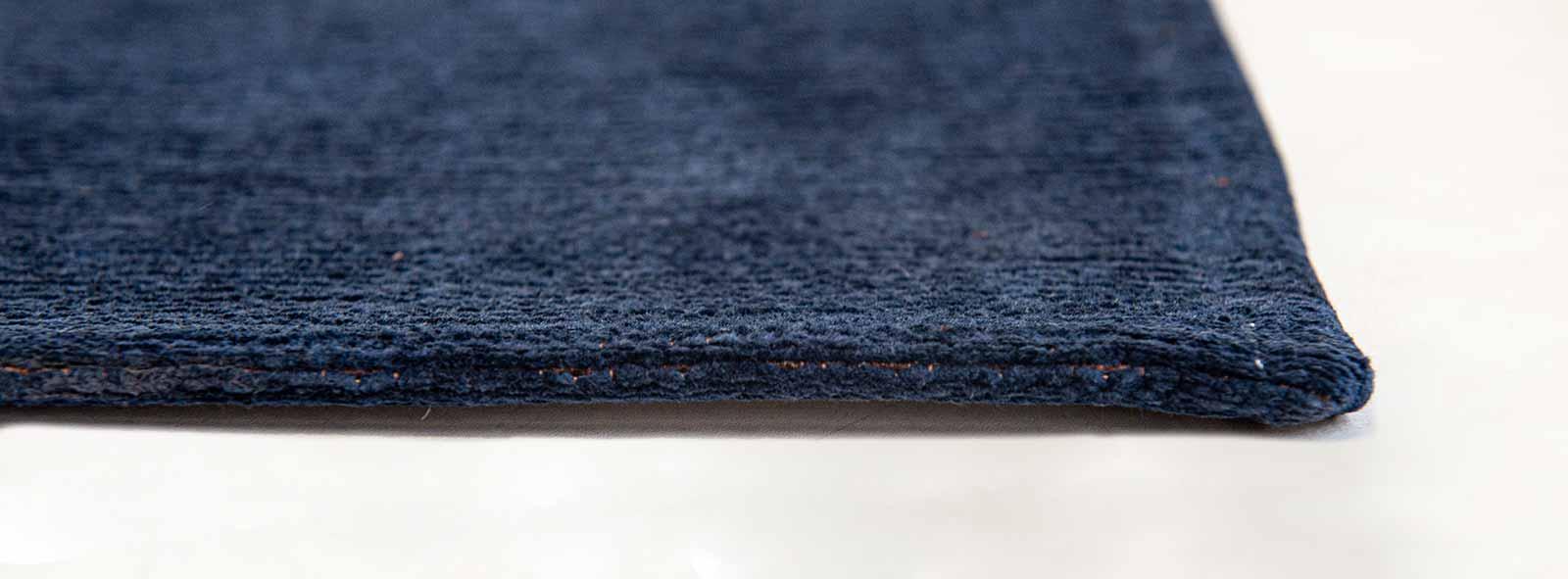 Louis De Poortere tapijt Fischbacher 9056 Linares Navy side